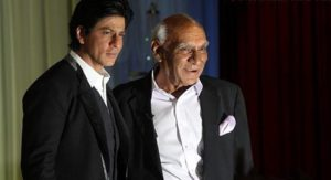 WATCH: Shah Rukh Khan remembers Yash Chopra as a man sings 'Tujhe Dekha To'
